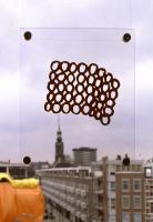 1995, 24-20 cm, plakplastic op raam