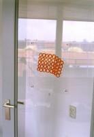 1994, 21-25 cm, sticker op raam